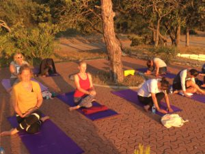 zonsondergang tijdens de yin yoga met the flower of life yogareizen